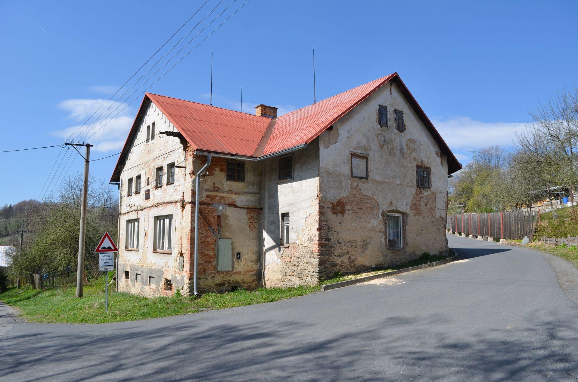 Prodej rodinný dům 360 m2, pozemek 2 010 m2, Mirotínek.